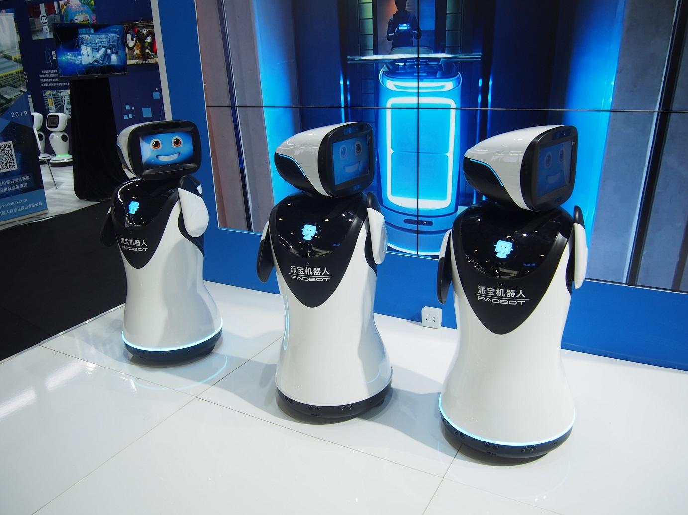 Tancujúce a spievajúce roboty