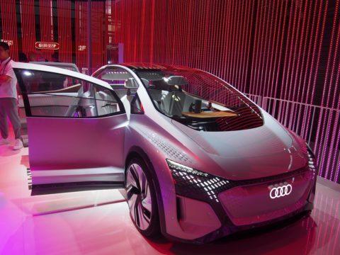 Štýlový model Audi so zabudovaným inteligentným asistentom